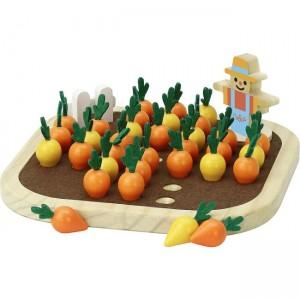 Zeleninová úroda so strašiakom