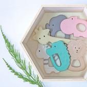 Keď bolia zúbky, na pomoc prídú tieto zvieratkovské hryzátka Tikiri. 🦓🦛🐘🦒🐅🐊  Sú vyrobené z príjemnej a prírodnej gumy z kaučukového stromu. Zvieratká nemajú žiadny otvor, ktorým by sa do vnútra mohla dostať vlhkosť, takže sú ideálne ako hračka do vody 🛁 alebo hryzátko pri prerezávaní zúbkov. 🦷👶🏼 . . . #byrory #tikiri #tikiritoys #hryzatko #hryzatka #safari #babatko #dietatko #deticky #zvieratka #zubky #maminka #mamicka #deti #stylishkids #child #children #hrackypredeti #detskyeshop #predeti #sdetmi #mamatroch #pracujacamama #kedmamapracuje #iduzubky #bolesťzubov #detskezuby