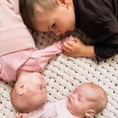 Medzinárodný deň súrodencov👦🏼👶🏼👶🏼 Som veľmi rada, že tieto naše deti majú také štastie, že majú jeden druhého. ❤️ Tento deň bol síce včera, no mali sme taký pekný rodinný deň, že som na to aj zabudla🙈☺️ . . . #byrory #rodina #siblings #siblinggoals #siblinglove #surodenci #surodeneckalaska #súrodenci #medzinarodnydensurodencov #nationalsiblingday #sestra #brat #dvojicky #twins #spolu #stastie #laska #deti #deticky #predeti #nationalsiblingsday