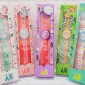 Pozná už vás drobec čas? 🤔⏰ Tieto hodinky sú veselé a hravé, presne také, aké sú aj detičky. 💟 Naučiť sa čas pôjde jedna radosť. 😉 Ktorý motív sa vám páči najviac? Náš Oli si vybral superhrdinu 🦸♂️  📸 @pipamimahappythings  . . . #hodinky #detskehodinky #rucickovehodinky #hodinkypredeti #hrackypredeti #hrackarstvo #detskaizba #detskedoplnky #detskaizba #detskamoda #domasdetmi #detskysvet #hravehodinky #veselehodinky #superhrdina #jednorożec #kolkojehodin